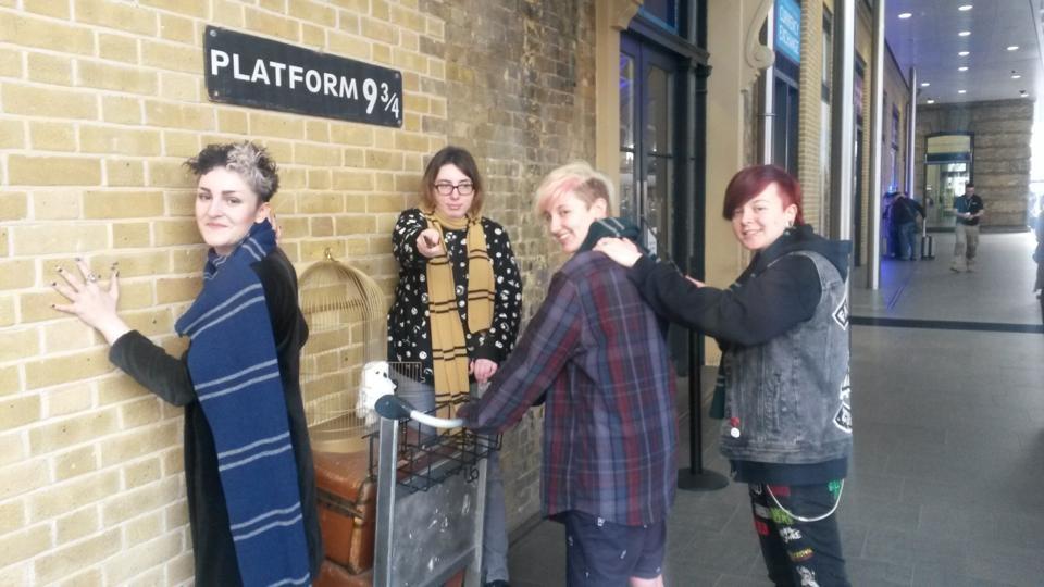 Rosa London Trip - Platform 9-3-4